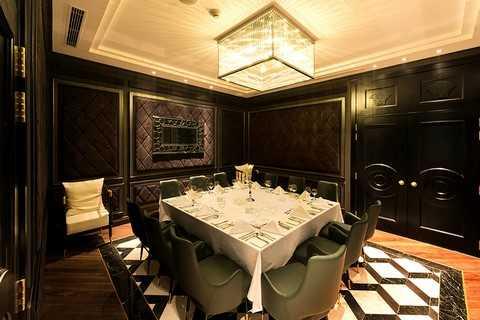 Nhà hàng Ruby tại Trung tâm Ẩm thực & Hội nghị đẳng cấp Quốc tế Almaz