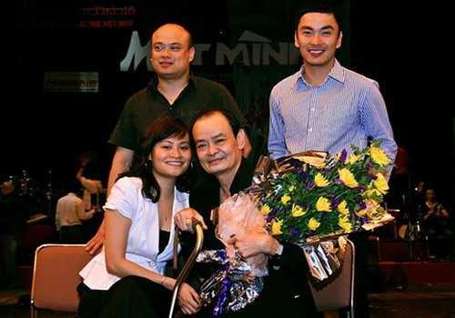 Cố nhạc sỹ Thanh Tùng bên 3 người con