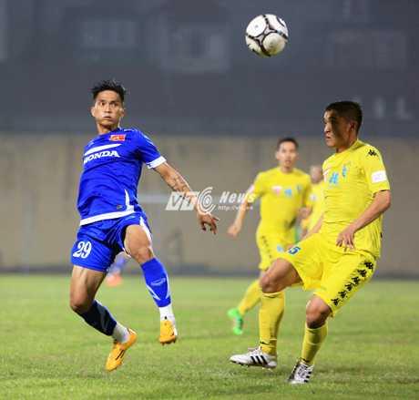 Hạn chế bóng bổng, đội tuyển Việt Nam đá ngắn, bóng sệt (Ảnh: Phạm Thành)