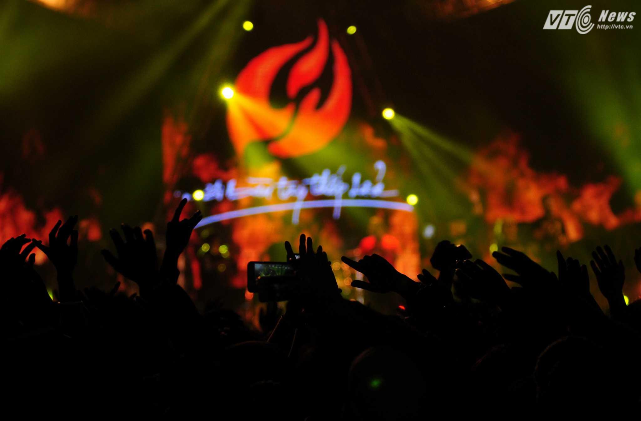 Những bàn tay thắp lửa, live show lớn cuối cùng của Trần Lập trước khi anh vĩnh viễn ra đi - Ảnh: Tùng Đinh