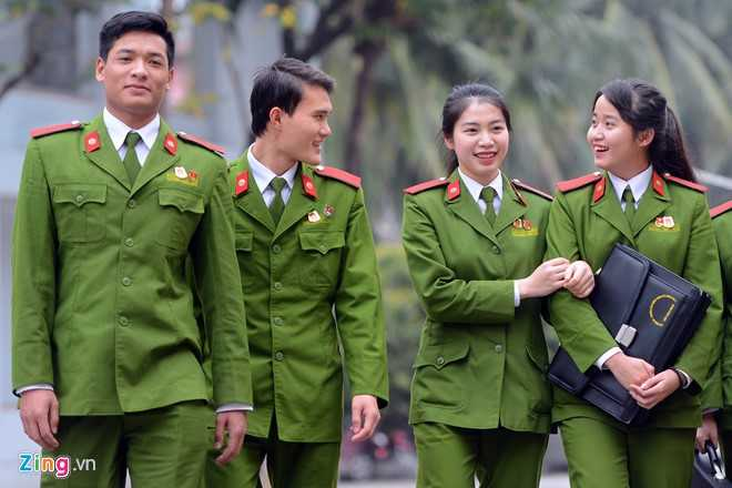 Lương Thị Hoài Thương sinh năm 1995, là học viên năm cuối, lớp   B2C1-H01s, Cao đẳng Cảnh sát Nhân dân 1. Thương được nhiều người ngưỡng   mộ sau màn biểu diễn võ thuật bay người hạ gục ba thanh niên tại Liên   hoan võ thuật thanh niên công an nhân dân cách đây ít ngày.