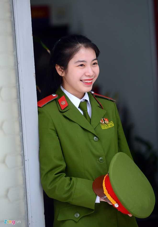 Khác với sự mạnh mẽ nhiều người thấy qua màn võ thuật, cô gái quê Nghệ An có vẻ ngoài xinh xắn, hiền dịu và dễ mến.