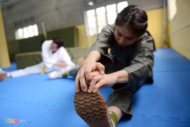 Trước khi tham gia Liên hoan võ thuật thanh niên công an nhân dân,   Thương được thầy Trần Ngọc Hải (giảng viên võ thuật) lựa chọn vào đội   tuyển, tập trong hai tuần. Cả đội tập liên tục, kể cả thứ bảy, chủ nhật.   Ngày thường phải lên lớp, cô tập 16h-18h, buổi tối tập tiếp 19h-22h.