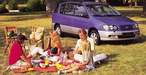 Với mục đích sử dụng cho các chuyến du lịch, Toyota đã chọn Picnic cho dòng sản phẩm xe gia đình của mình những năm 1995-2009. Hai thế hệ được sản xuất trước khi dây chuyền sản xuất đi vào ngõ cụt.