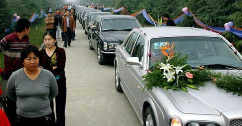 Cảnh đám cưới của một gia đình giàu có bậc nhất ở Thiểm Tây. Chi phí ước tính khoảng 1 triệu nhân dân tệ .Ảnh 21/10/2006 của AFP