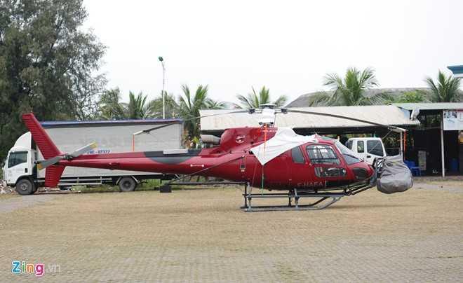 Trực thăng của đoàn phim đã đến Cảng quốc tế quốc tế Tuần Châu từ ngày 14/3 cùng một số thiết bị, đạo cụ.