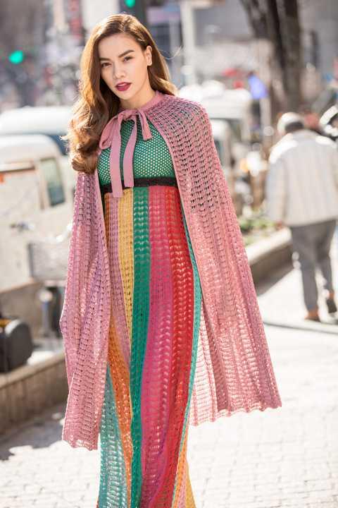 Nhân chuyến công tác Nhật Bản và ngay sau khi có mặt trên hàng ghế VIP để ủng hộ cho NTK Công Trí tại tuần lễ thời trang Tokyo, Hồ Ngọc Hà tranh thủ một ngày còn lại đi dạo chơi và khám phá đường phố Nhật Bản.