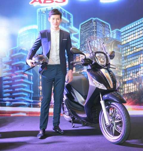 Piaggio Medley ABS bản tiêu chuẩn có mức giá 71,5 triệu đồng và bản thể thao có giá 72,5 đồng