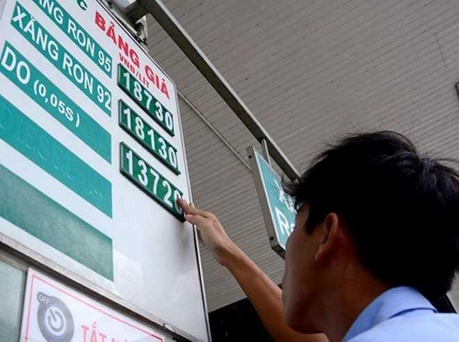 Giá xăng Việt Nam chỉ bằng giá nước lọc nếu như áp dụng mức thuế nhập khẩu của Hàn Quốc. Ảnh minh họa: Lê Quân.