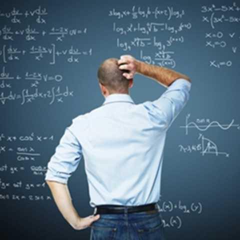 Giảng viên đại học. Không quá khó để các giảng viên đại học có thể kiếm được những khoản thu nhập lớn, thậm chí là rất lớn. Tuy nhiên, họ sẽ phải mất một khoảng thời gian rất dài học tập và rèn luyện để có được trình độ đứng lớp thích hợp.