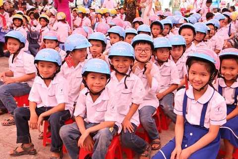 Năm 2015, Honda cùng Ủy ban ATGTQG trao tặng 30.000 mũ bảo hiểm cho học sinh tiểu học và trung học phổ thông toàn quốc