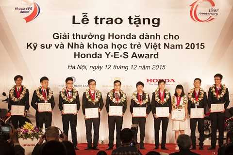 10 kỹ sư và nhà khoa học trẻ được nhận giải Honda Y-E-S Award 2015 với tổng trị giá là 10 chiếc xe máy và 30.000 USD