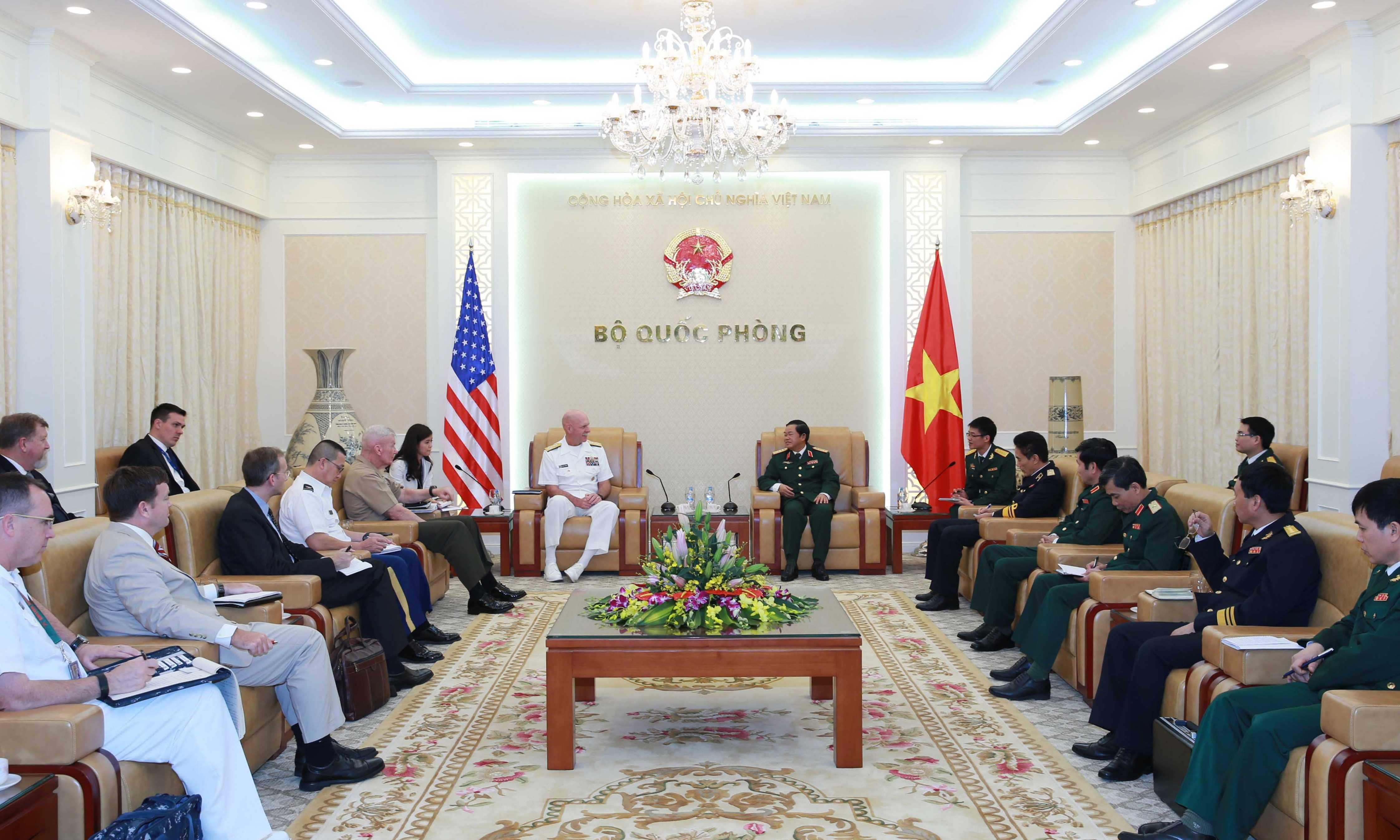 Các đại biểu Hạm đội Thái Bình Dương, Mỹ hội đàm với Bộ Quốc phòng Việt Nam - Ảnh: Hồng Pha