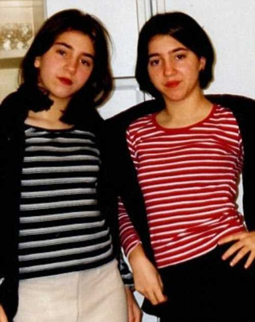 Thực ra trước đây, hai cô cũng có nét khác nhau đôi chút nhưng lớn lên hai người đã phẫu thuật cho giống nhau hơn.