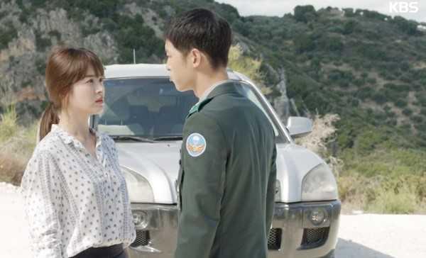 """Nói về cảnh này, Song Joong Ki chia sẻ: """"Tôi có thể nói những câu kiểu như 'Hãy để tôi yên', 'Đi đi', nhưng những câu khách khí ấy khiến lời thoại trở nên đáng nhớ hơn""""."""