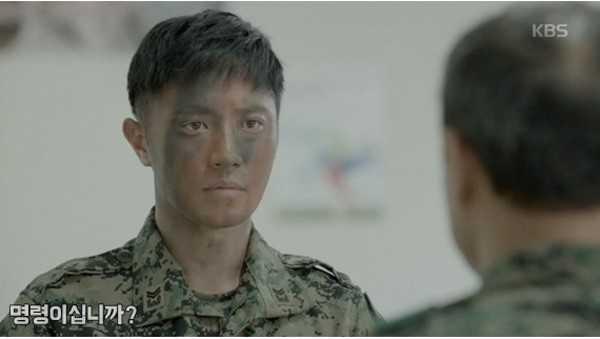 """Jin Goo tiết lộ suy nghĩ của anh khi diễn xuất cùng tiền bối giàu kinh nghiệm: """"Càng nhiều cảnh với tiền bối Kang Shin Il khiến tôi nghĩ chắc chắn sau này mình sẽ được như thế. Tôi cũng thích khi nhân vật của mình tự chiến đấu mà Myung Joo (bạn gái của Jin Goo trong phim) không hay biết""""."""