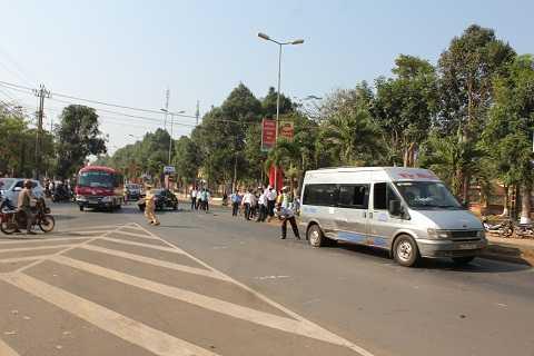 Vụ tai nạn làm tuyến đường lưu thông tắc nghẽn - Ảnh:Thanh Hải