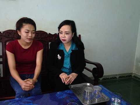 Bộ Trưởng Bộ y tế đến thăm gia đình bệnh nhân Hà Vi