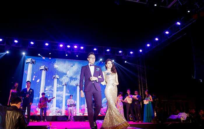 Cặp đôi Quỳnh Nga - Tiến Đạt trong cuộc thi Sinh viên thanh lịch Học viện Tài chính 2016.
