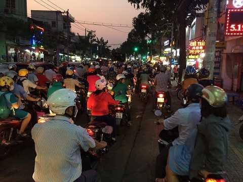 Đến chiều tối, tuyến đường Quang Trung, quận Gò Vấp vẫn còn xảy ra tình trạng kẹt xe, ùn tắc. Ảnh: Thanh Quý