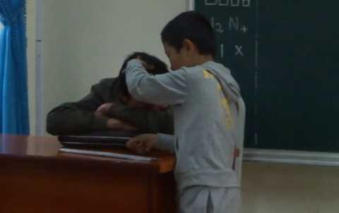 Học trò đã nhổ được tóc bạc cho thầy