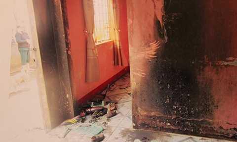 Phước châm lửa đốt làm 2 thai phụ cùng con nhỏ bị mắc kẹt trong nhà. Ảnh: T.D