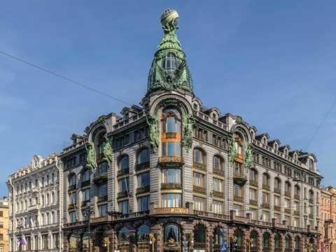 Trụ sở chính của VKontakte nằm trên tầng 5 và 6 của tòa nhà Singer House - một trong những biểu tượng của thành phố Saint Petersburg