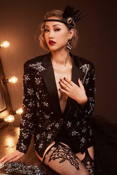 Song song với việc luyện tập và đặt quyết tâm cao ở đêm cuối The Remix mùa 2, Maya táo bạo thả rông khoe vòng một căng trán sexy trong bộ hình mới đầy nóng bỏng, quyến rũ.