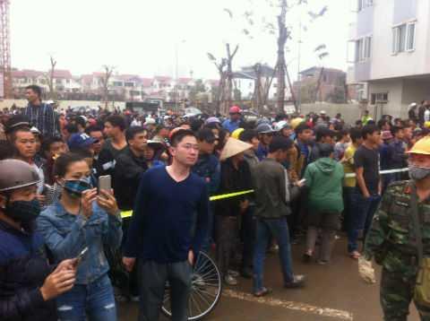 Vụ nổ gây sự chú ý của đông đảo người dân.