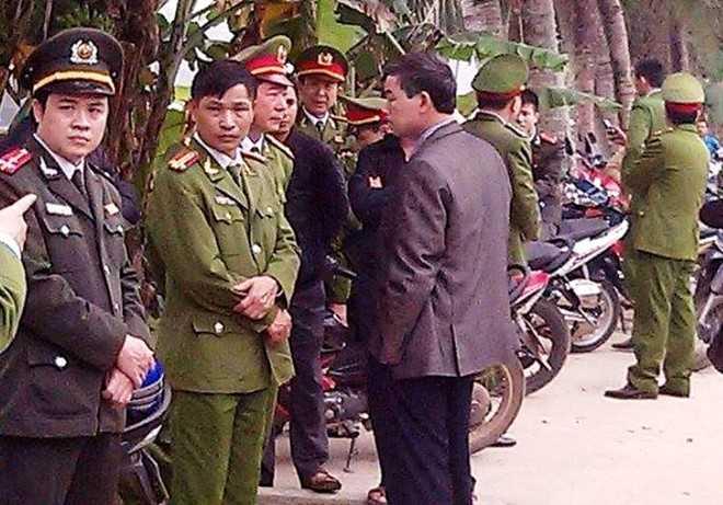 Lực lượng Công an huyện Thọ Xuân và Công an tỉnh Thanh Hóa khám nghiệm hiện trường vụ án. Ảnh: N.D