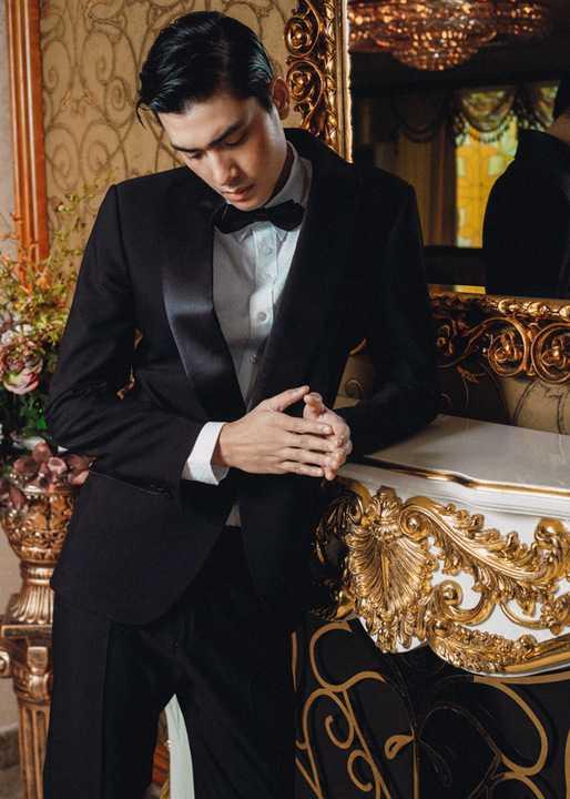 Cùng là những bộ suit, nhưng khi kết hợp với áo trong và phụ kiện chúng lại mang nhiều phong cách khác nhau