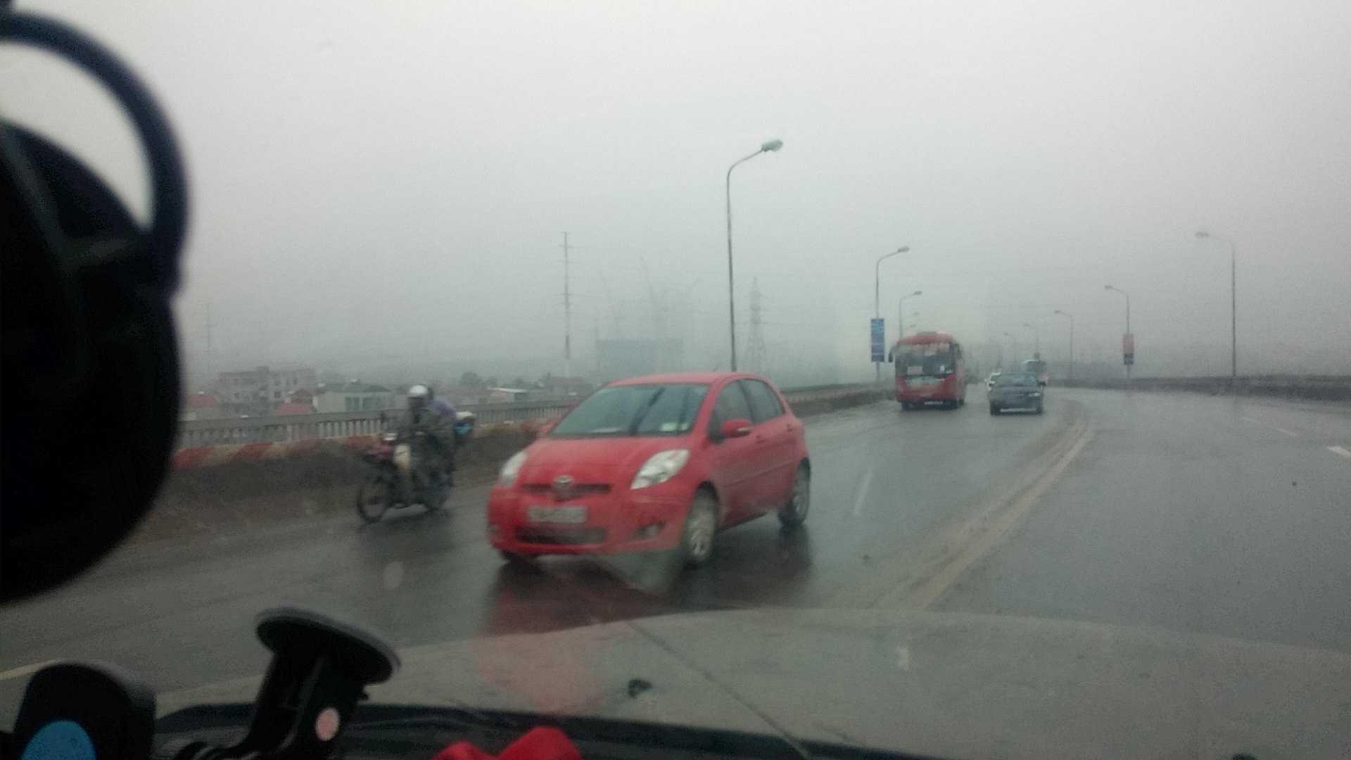 Xe bất chấp biển cấm vẫn đi lên đường cao tốc
