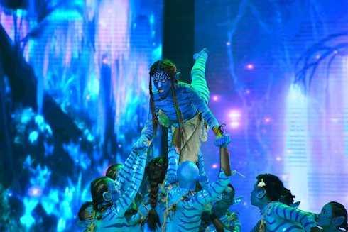 Cuối cùng, Khả Ngân đem đến câu chuyện trong bộ phim Avatar kinh điển với điệu nhảy Rumba và Paso. Khả Ngân đã biến hóa đa dạng qua mỗi tuần thi từ hình ảnh người thiếu phụ đằm thắm, mặn mà đến hình tượng quyến rũ, nóng bỏng hơn và đêm nay là phần biểu diễn xuất sắc từ phần nhảy đến phần diễn xuất và hóa trang tạo hình nhân vật kỹ lưỡng.
