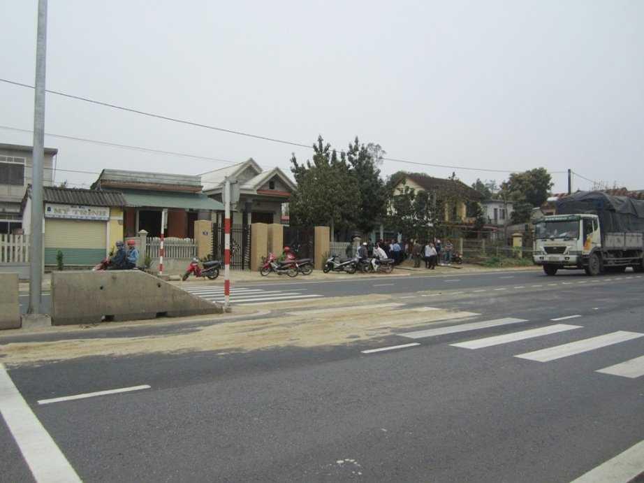 Vị trí vụ tai nạn ngay trước cổng nhà nạn nhân