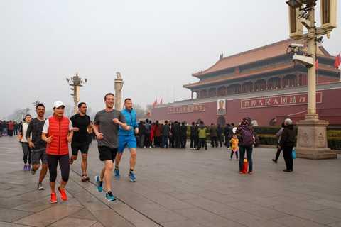 Mark Zuckerberg tung ra các bức ảnh chạy bộ