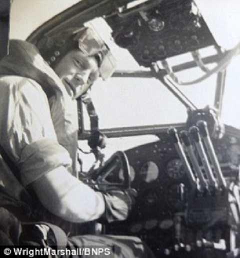 Cơ trưởng - Trung úy  Eric Hartley