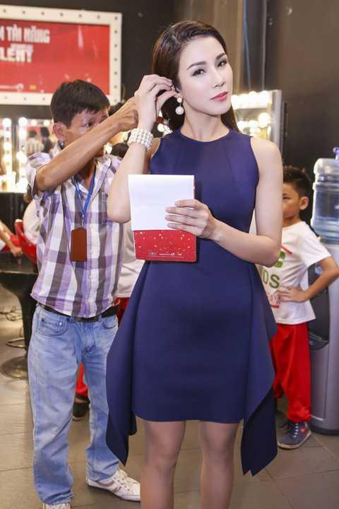 Nữ diễn viên cho biết, cô sẽ hạn chế tối đa hở trên sóng truyền hình vì đây là chương trình có rất nhiều phụ huynh xem. Cô vẫn sẽ trung thành với hình ảnh gợi cảm nhưng ở mức vừa đủ.