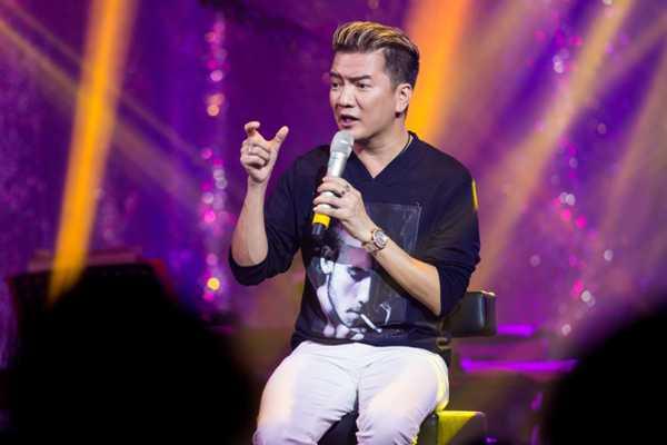 Ca sĩ Đàm Vĩnh Hưng trong buổi nói chuyện. Ảnh: Khoa Nguyễn