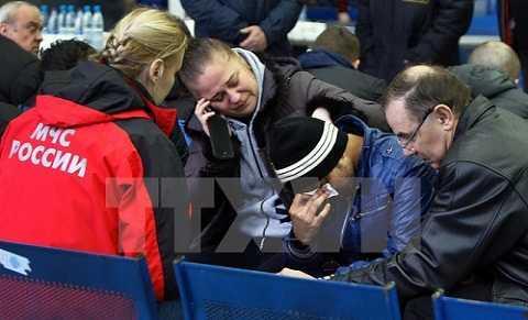 Nỗi đau của người thân các nạn nhân vụ tai nạn máy bay tại Rostov-on-Don ngày 19/3. (Nguồn: AFP/TTXVN)