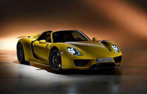 Được sản xuất từ năm 2013 với số lượng giới hạn chỉ 918 chiếc, 918 Spyder hiện đang là siêu xe đẳng cấp nhất nhà Porsche. Lần đầu tiên xuất hiện tại Geneva Motor Show 2010 dưới mác một phiên bản concept, phải mất 3 năm sau Porsche 918 Spyder mới chính thức được đưa vào sản xuất thương mại.