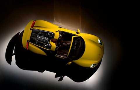 Một tấm thảm lót sàn của 918 Spyder có giá lên tới 537 USD (11,9 triệu đồng), trong khi một đĩa phanh gốm-carbon của xe trị giá 9000 USD (200 triệu đồng) và một chiếc ghế carbon đắt tới 9700 USD (216 triệu đồng).