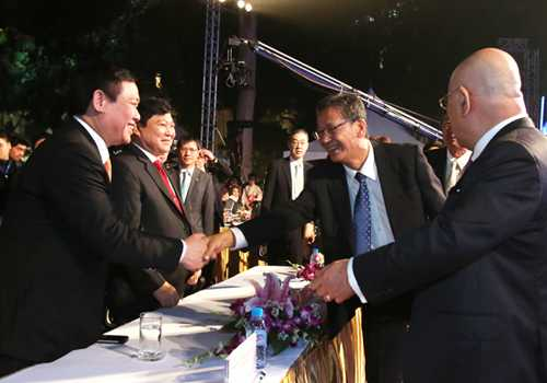 Ông Vương Đình Huệ bắt tay Bộ Kinh tế, Thương mại và Công nghiệp Nhật Bản Hayashi Moto