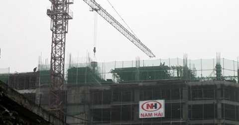 """Chưa khắc phục sự cố nứt dầm khi đạt   cao độ sàn tầng 6, dự án đã """"leo"""" tới tầng 10 trong sự bất lực của chính   quyền sở tại lẫn cơ quan chức năng?"""
