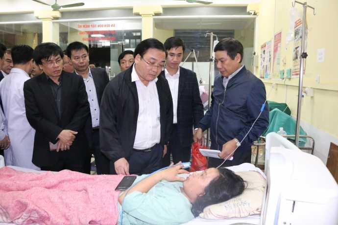 Bí thư Thành ủy Hà Nội Hoàng Trung Hải thăm nạn nhân vụ nổ tại Bệnh việnĐa khoa Hà Đông. Ảnh: hanoi.gov.vn