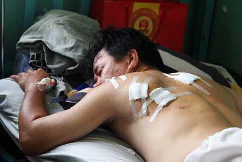 Ông Phụng nằm điều trị tại bệnh viện.