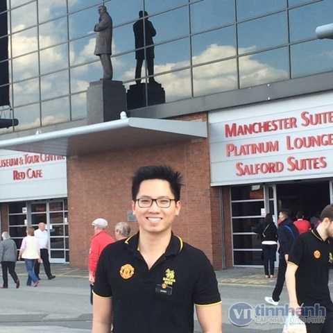 Vũ Huỳnh Giang trong ngày làm việc tại sân Old Trafford