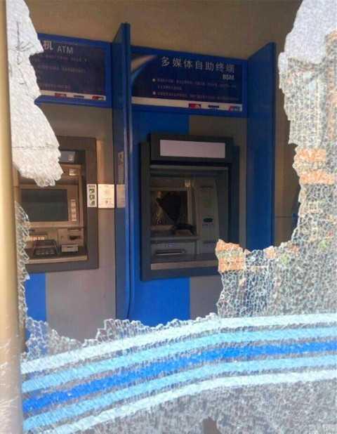 Tình trạng của cây ATM sau khi được cụ bà