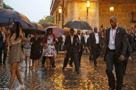Mặc dù thời tiết ở La Habana rất xấu nhưng lịch trình của chuyến thăm vẫn không thay đổi