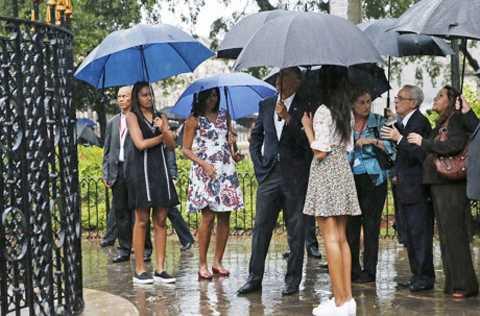 Ông Obama cùng vợ con vào thăm khu phố cổ ở La Habana.