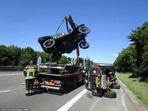 Chiếc xe phải cần tới cứu hộ khi va chạm với một chiếc ô tô khác ở Australia.